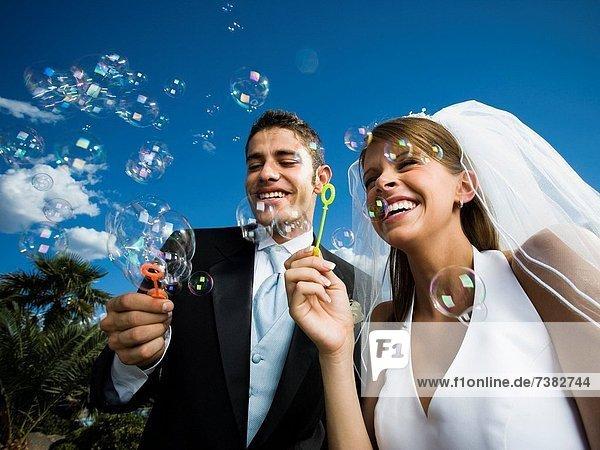 Hochzeit  blasen  bläst  blasend  Blase  Blasen