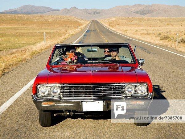 Auto  fahren  Fernverkehrsstraße  rot