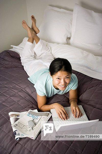 Handy  Notebook  Bett