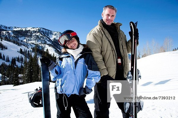 Außenaufnahme  Menschlicher Vater  Tochter  Schnee