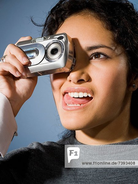 Frau  Fotografie  nehmen  lächeln  Fotoapparat  Kamera