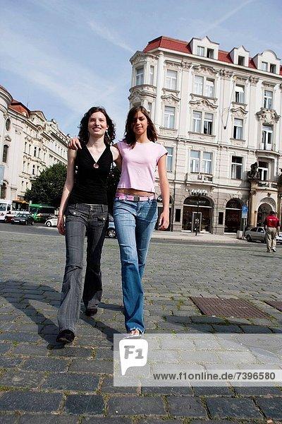 Frau  gehen  Straße  2