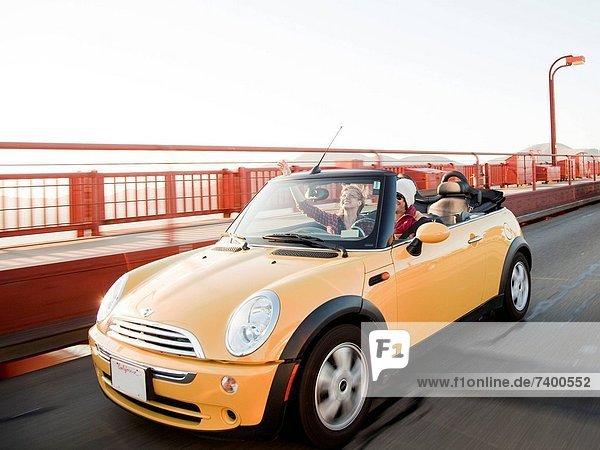 Vereinigte Staaten von Amerika USA Auto gelb Kalifornien Golden Gate Bridge San Francisco