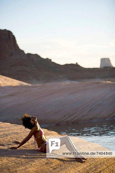 sitzend  Wasser  Frau