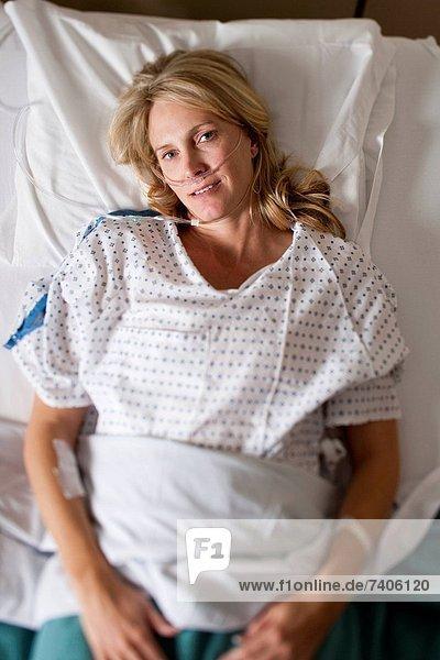 Frau  Krankenhaus  Bett  schlafen
