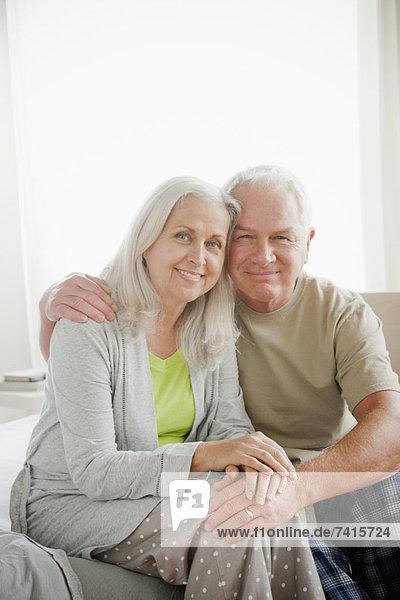 sitzend  Senior  Senioren  Portrait  Schlafzimmer