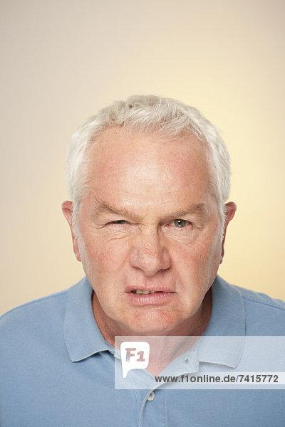 Senior Senioren Portrait Mann ziehen Humor