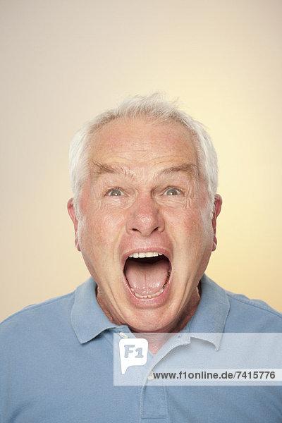 Senior Senioren Portrait Mann schreien