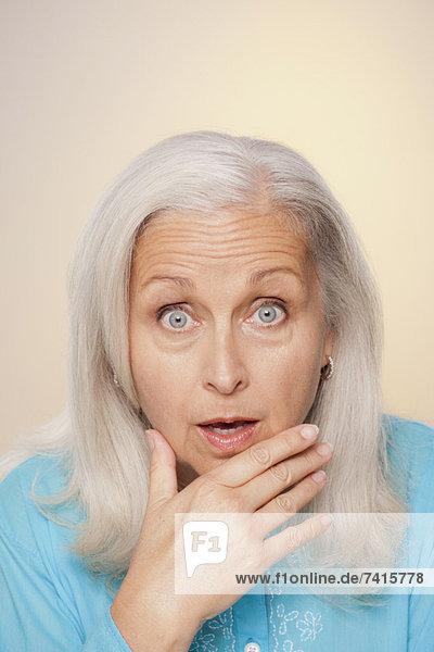 Senior  Senioren  Gesichtsausdruck  Gesichtsausdrücke  Ausdruck  Ausdrücke  Mimik  Portrait  Frau  Überraschung
