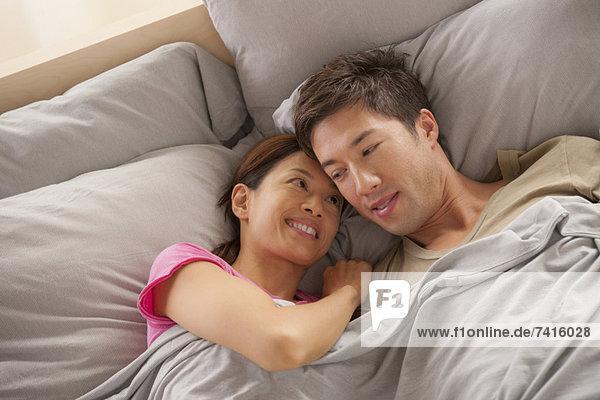 liegend  liegen  liegt  liegendes  liegender  liegende  daliegen  Portrait  Bett