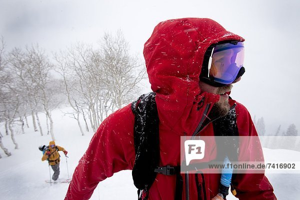 Blizzard  unbewohnte  entlegene Gegend  2  Ski