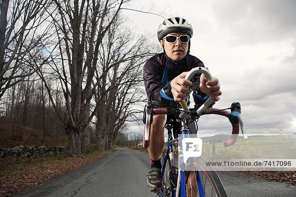 fahren  Fahrradfahrer  spät  Fernverkehrsstraße