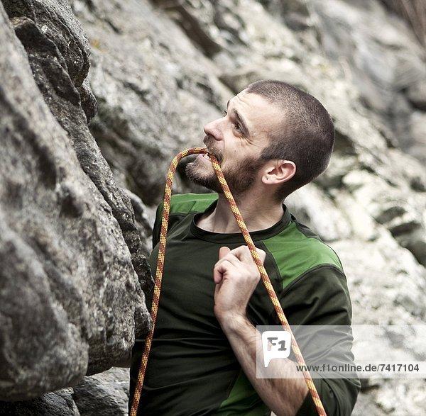 Felsbrocken  halten  schneiden  Seil  Tau  Klettern  klettern