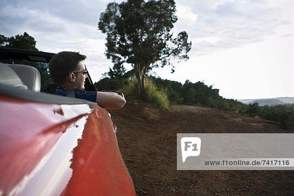 Mann  Sitzmöbel  Auto  Cabrio  Passagier  rot  jung  Hawaii  Sitzplatz  Sport