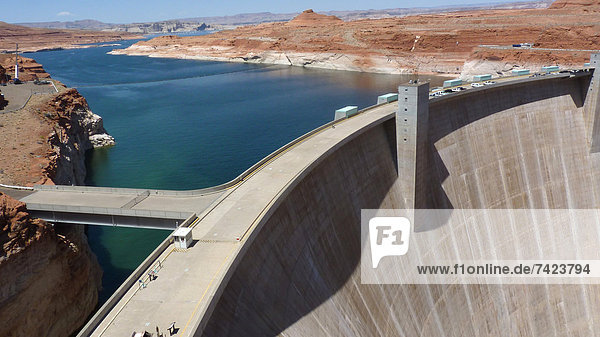 Hydroelectricity and river flow regulation dam with reservoir  Glen Canyon Dam  Lake Powell  Colorado River  Arizona  U.S.A.  may