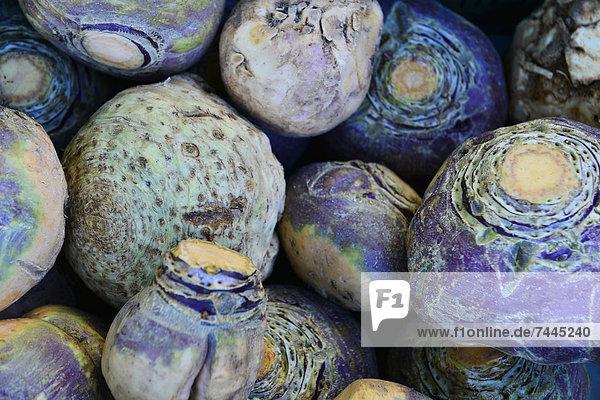 Steckrüben auf einem Markt
