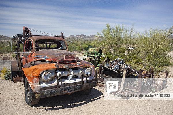 Autowrack am Apache Trail  Arizona  USA
