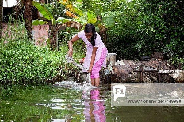 Felsbrocken  Frau  Kleidung  waschen  Indianer  1