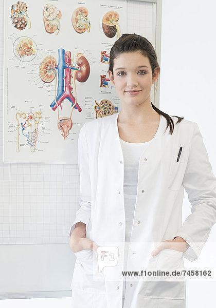Junge Krankenschwester in der Ausbildung