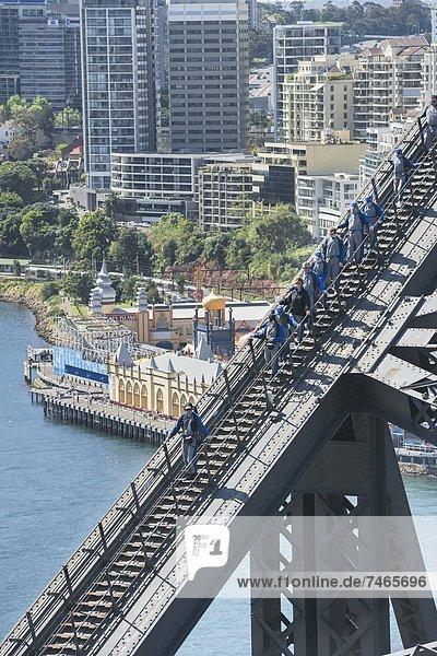Hafen  Mensch  Menschen  gehen  Brücke  Pazifischer Ozean  Pazifik  Stiller Ozean  Großer Ozean  Australien  New South Wales  Sydney