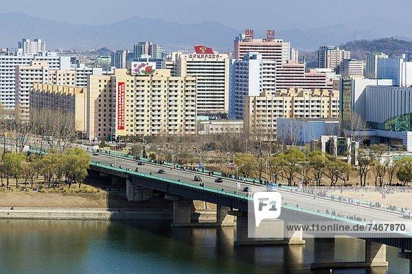 spannen Brücke Fluss Demokratie Mittelpunkt Korea Asien Nordkorea