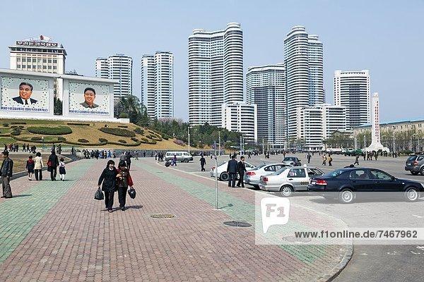 Typical city street scene  Pyongyang  Democratic People's Republic of Korea (DPRK)  North Korea  Asia