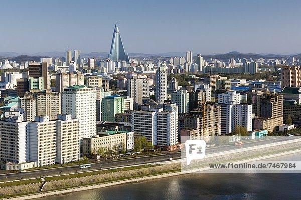 Skyline  Skylines  Großstadt  Hotel  Fluss  Demokratie  heben  Korea  Asien  Nordkorea