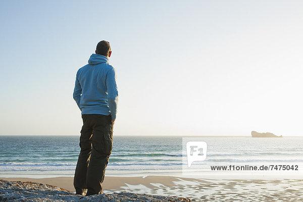 entfernt  Frankreich  Mann  sehen  Strand  Bretagne  Finistere