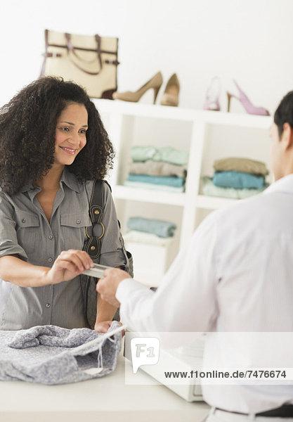 Laden  Kunde  Angestellter  Umsatz