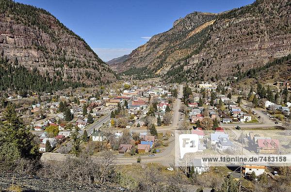 Vereinigte Staaten von Amerika USA Berg über Stadt Bundesstraße Ansicht Gold Silber Bergwerk Grube Gruben Colorado Ouray