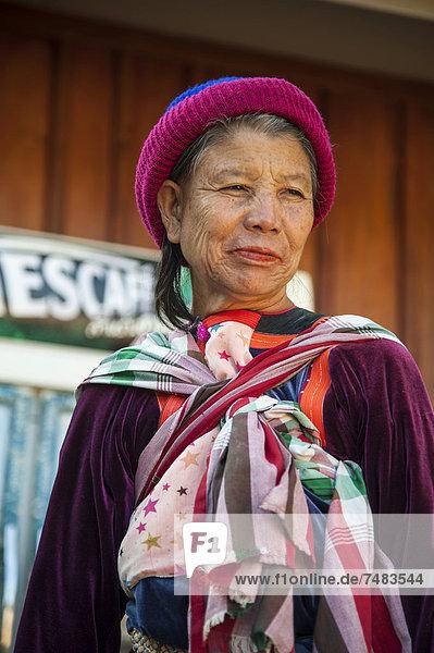 _ltere Frau aus dem Bergvolk oder Bergstamm der Lisu  ethnische Minderheit  Porträt  Nordthailand  Thailand  Asien