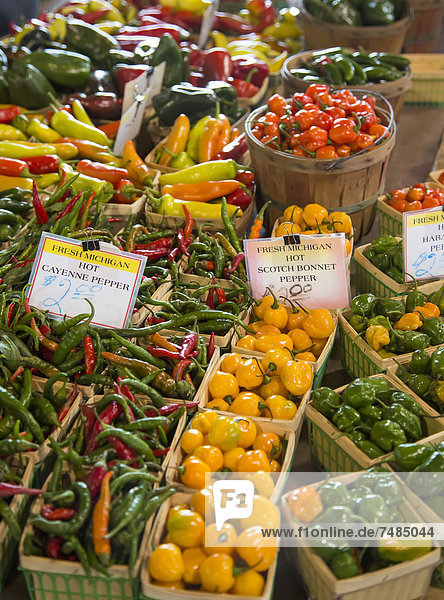 Paprikaschoten zum Verkauf auf dem Eastern Market  großer Bauernmarkt in der Nähe der Detroiter Innenstadt  Detroit  Michigan  USA