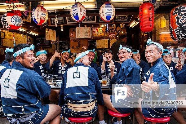 Tokyo  Hauptstadt  Restaurant  essen  essend  isst  Asakusa  Asien  Japan