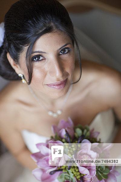 Blumenstrauß  Strauß  Braut  halten  libanesisch