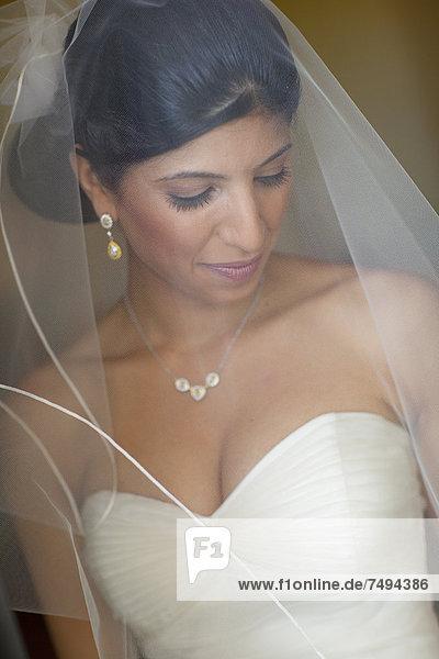 Braut  Kleidung  libanesisch  Schleier