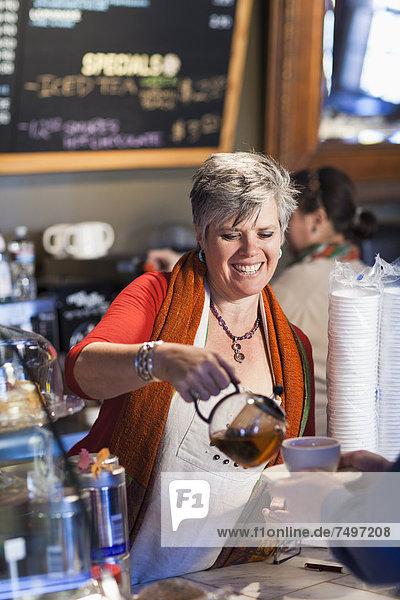 Europäer  Frau  arbeiten  Laden  Kaffee