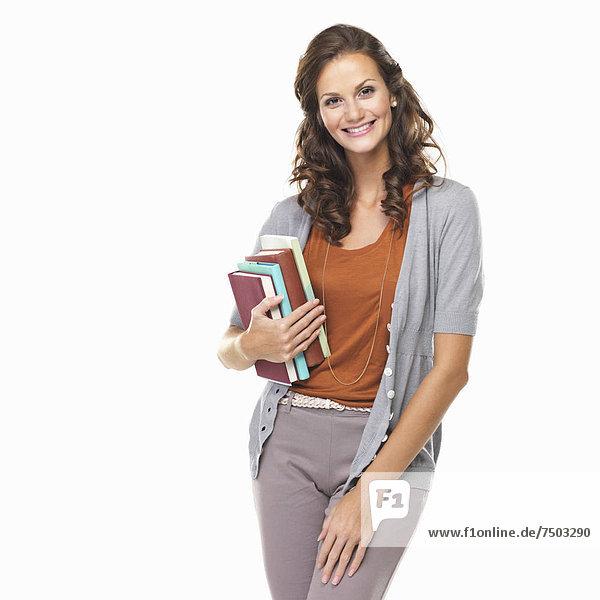 Portrait  Attraktivität  Frau  Buch  lächeln  halten  Studioaufnahme