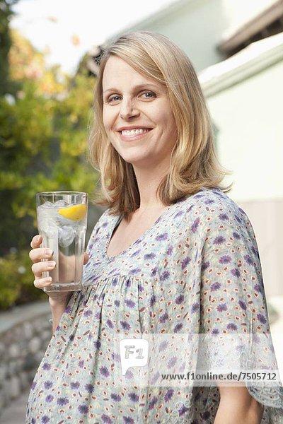 Frau  Fröhlichkeit  Getränk  Schwangerschaft  alkoholhaltig