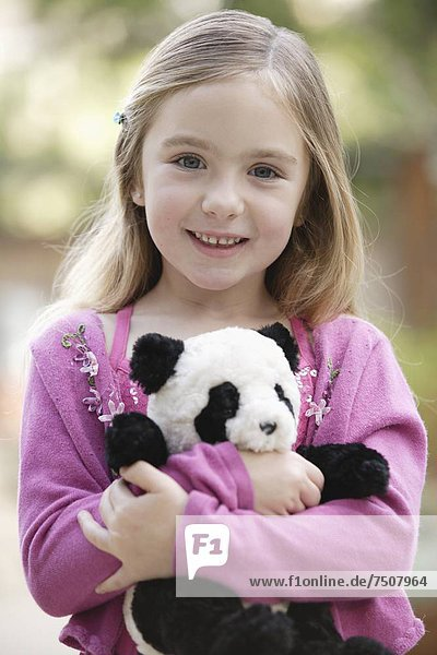 Portrait  halten  Spielzeug  5-6 Jahre  5 bis 6 Jahre  Mädchen  Panda
