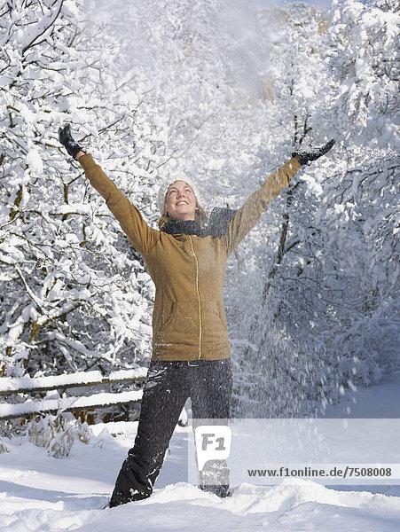 Vereinigte Staaten von Amerika  USA  Frau  werfen  Himmel  jung  Colorado  Schnee Vereinigte Staaten von Amerika, USA ,Frau ,werfen ,Himmel ,jung ,Colorado ,Schnee
