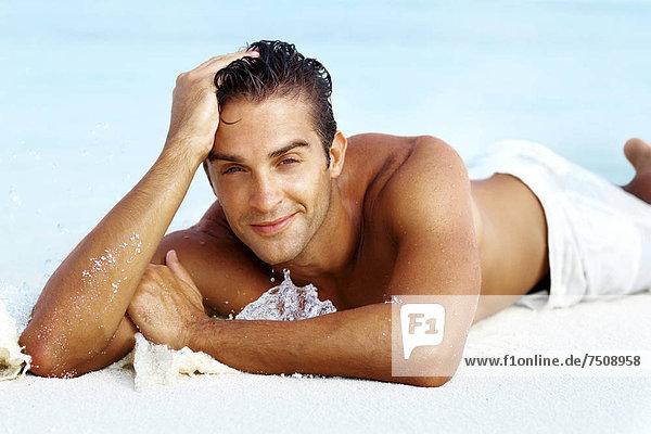 Mann  Entspannung  Strand  jung  schlau