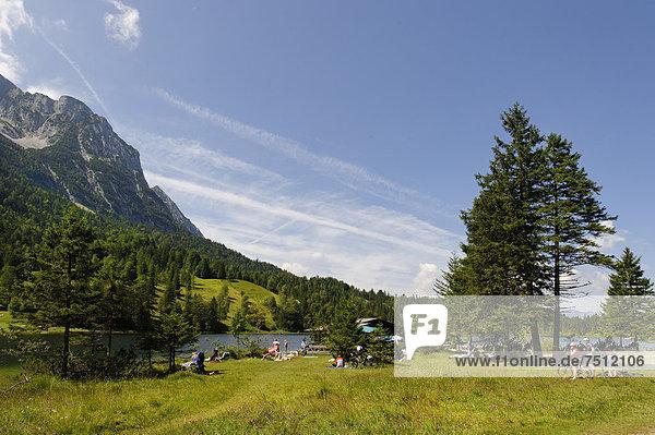 Lake Ferchensee  Mittenwald  Karwendel Mountains  Werdenfelser Land region  Upper Bavaria  Bavaria  Germany  Europe