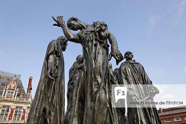 Plastik von Auguste Rodin: Die Bürger von Calais  auf dem Place de líHÙtel de Ville in Calais  Via Francigena  Frankenstraße  Departement Pas-de-Calais  Region Nord-Pas-de-Calais  Frankreich  Europa