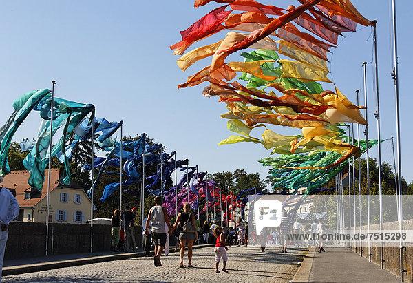 '3. Straßentheaterfestival ''Brückensensationen''  Tuchinstallationen von Rud Witt auf der Rheinbrücke  Rheinfelden - Baden  Baden-Württemberg  Deutschland  Europa'