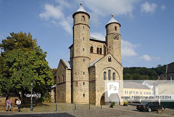 Bad Münstereifel  Stiftskirche St. Chrysanthus und Daria  Jakobsweg Köln-Trier  Nordrhein-Westfalen  Deutschland  Europa