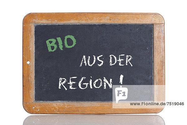 'Alte Schultafel mit Aufschrift ''BIO AUS DER REGION!'''