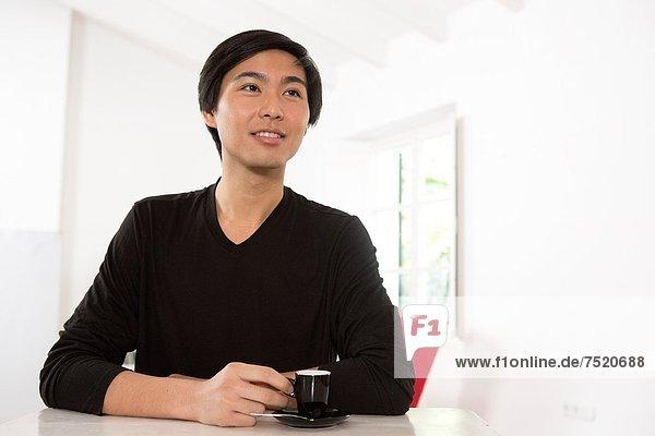 Mann  jung  trinken  Kaffee