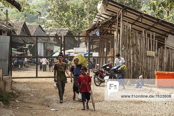 nahe Eingang camping frontal Asien Grenze Flüchtling thailändisch Thailand Volksstamm Stamm