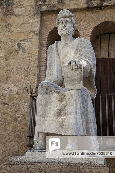 Statue Abu Al Walid Muhammad Ibn Ruchd Averroes  Altstadt  Cordoba  Andalusien  Spanien  Europa  ÖffentlicherGrund