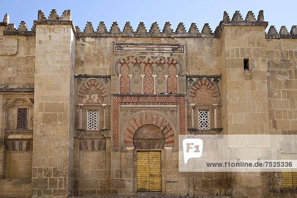Maurischer Baustil an der Kathedrale  ehemalige Moschee Mezquita  Cordoba  Andalusien  Spanien  Europa  ÖffentlicherGrund